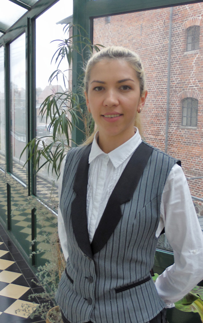 Frau Bunu, Housekeeping